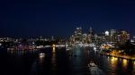 Hafen bei Nacht (ganz links sieht man das Opernhaus)