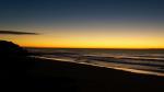 Kurz vor Sonnenaufgang am Strand.
