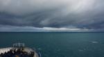 in der Cook Strait, ab hier ists richtig stürmisch; in der Ferne kann man schon die Südinsel sehen