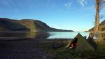 Mein letzter Zeltplatz; an einem See, neben einem Bach und umgeben von Bergen.
